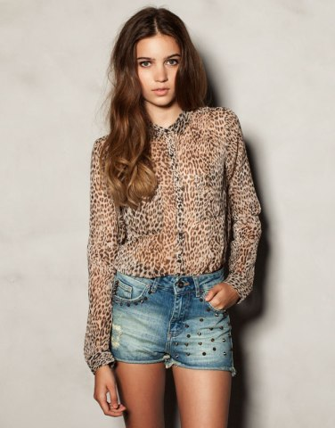 camiseta print animal leopardo pull and bear